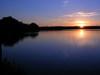 piękny zachód słońca jezioro Mokre